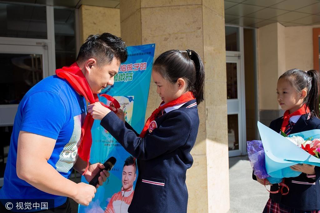 """高清:陈一冰为孩子写""""勇敢书"""" 分享奥运经历"""