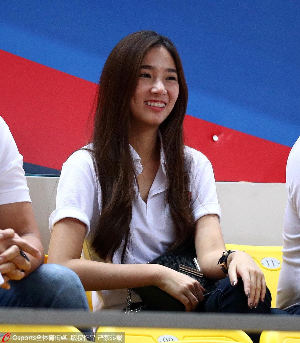 高清:亮丽风景!泰国美女工作人员笑容迷人