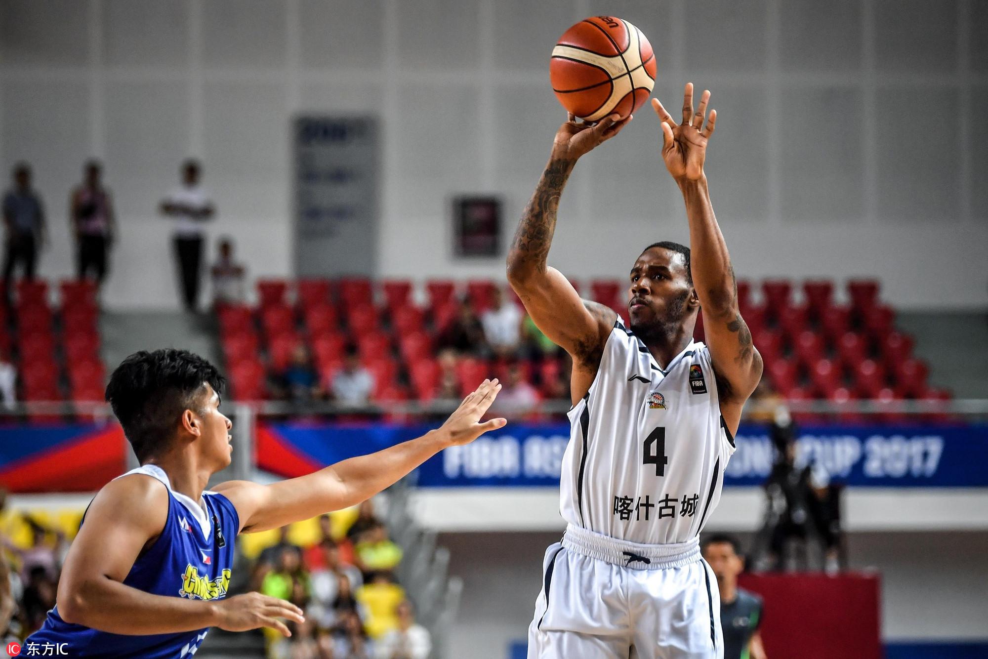 高清:新疆男篮胜菲律宾联队 亚当斯急停跳投