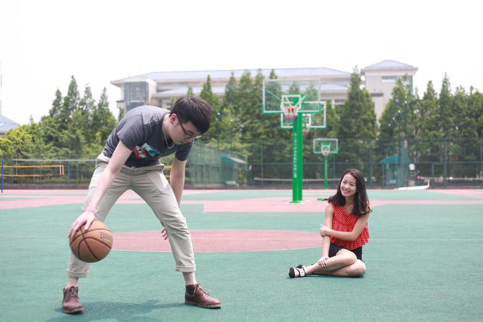或许是对重庆最真实的写照.外来人口剧增,这使得这个城市的竞争