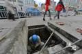 福建工人大街井里修电缆 每天灰不离身默默无闻