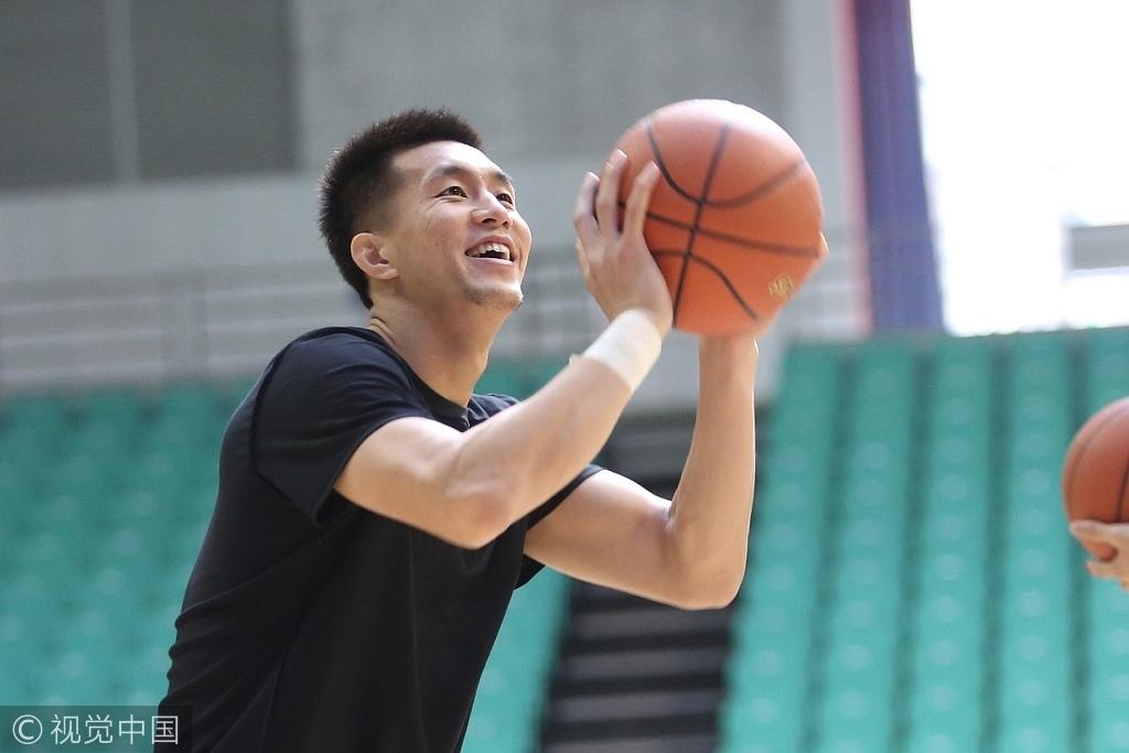 高清:辽宁队训练备战新赛季 郭艾伦心情大好
