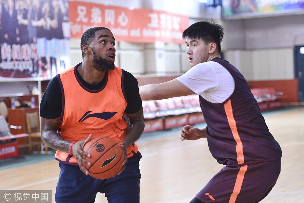 高清:新疆男篮备战训练 布拉切替身参与合练