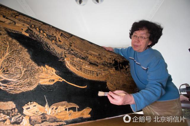 就可以制作瓜子皮贴画了.在早期的作品中,刘宝翠一点其他的材