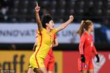 高清:女足3-1韩国获季军 王珊珊振臂欢庆进球