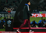 高清:东亚杯颁奖国脚与冠军奖杯擦肩 韩国狂欢
