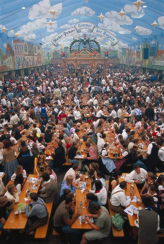 慕尼黑十月啤酒节疯狂异常 每年喝掉500万公斤