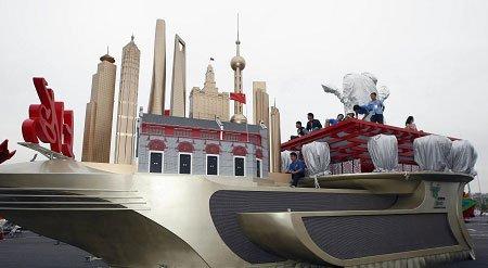 揭秘国庆游行上海彩车 一元钱租上汽底盘(图)