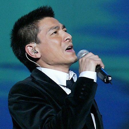世博会迎倒计时200天 众星共唱《微笑上海》_