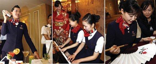 世博空姐千里挑一 航班上表演茶艺插花