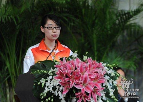 上海世博会志愿者庄严承诺 无私奉献竭诚服务