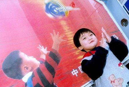 探访年龄最小申博使者 3岁半便成世博明星
