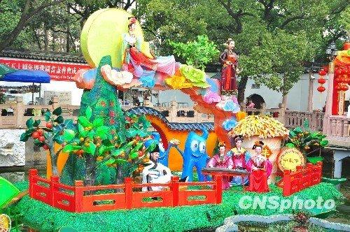 海宝频频亮相 世博元素成上海豫园灯会亮点