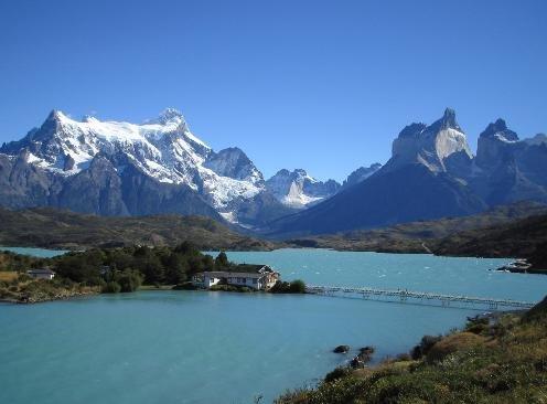 智利百内国家公园风景壮丽 神奇羊驼亲近人类