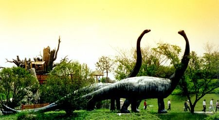 """""""中华恐龙园""""内的恐龙岛. 许海峰 早报资料-对话常州市长 解读盛宣"""