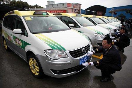 百辆世博绿色出租投运 配备地图雨具方便乘客