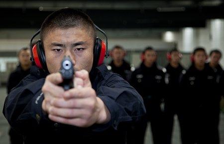 3500名世博民警受培训 执勤前禁吃葱蒜韭菜