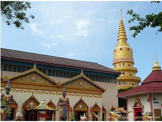 马来西亚槟城佛教信众新年礼佛