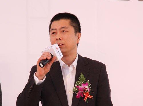 """图文:腾讯网副总编到场 向王石发""""聘书"""""""