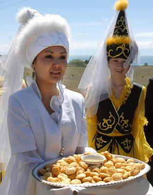 世博园美食探秘A片区:中亚美味羊肉之旅