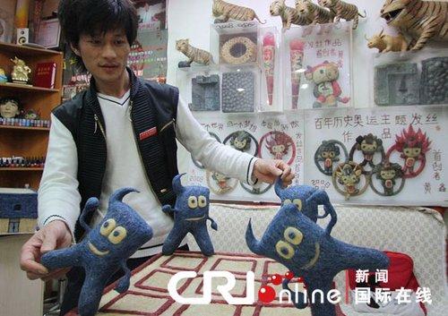 北京理发师用头发丝编出世博会吉祥物海宝