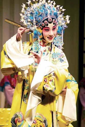 美女罗晨雪日本馆里唱昆曲 演绎朱鹮鸟的梦想