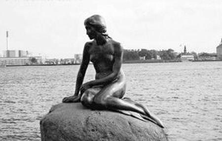 丹麦国家博物馆开世博玩笑 美人鱼变成鱼骨