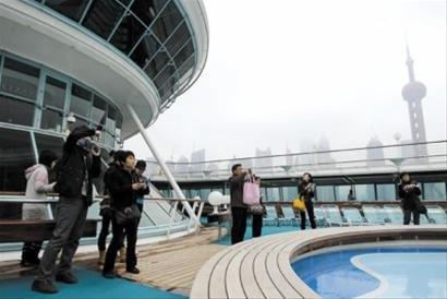 上海市民体验超豪华游轮 22艘次邮轮4月来沪