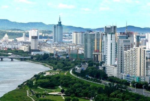 """吉林市松花江""""清水绿带""""水利风景区"""