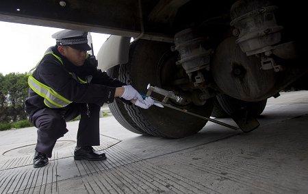 道口安检首日 持证车辆进沪无需排队