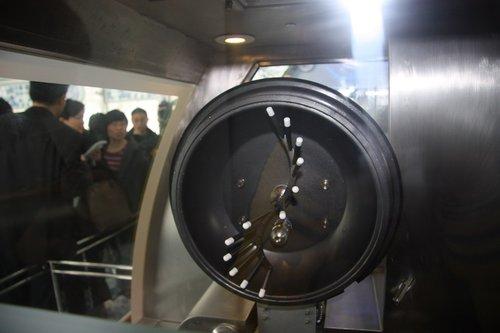 世博上海企业联合馆 点一盘机器人烧的菜(图)