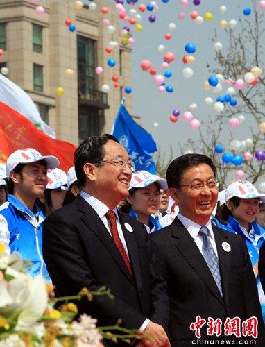 图文:俞正声韩正出席世博志愿者上岗仪式
