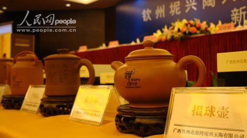 图为正式入选上海世博会特许商品的钦州坭兴陶产品。记者庞革平、谢建伟 摄