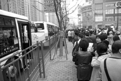 世博轨交大客流溢出 马当路跳站演练成事实