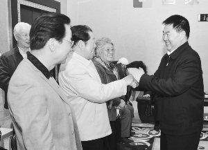 图文:内蒙古代表团启程参观世博会试运行