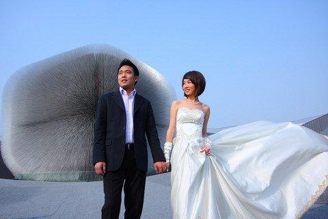 """英国馆向公众开放 """"蒲公英""""为婚礼而盛开"""
