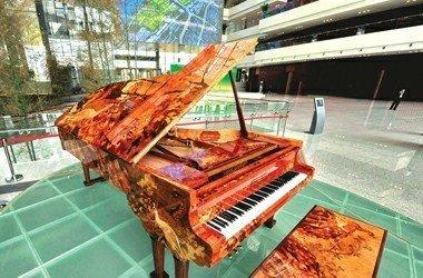 """世博中心镇馆之宝""""和谐之声""""艺术钢琴亮相"""