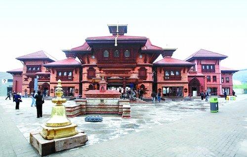 尼泊尔馆民舍环绕佛塔 书写加德满都的传说