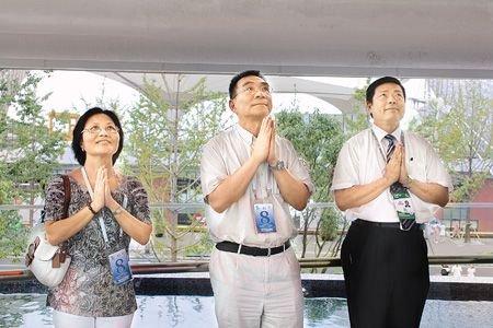 林毅夫参观台湾馆热泪盈眶 思乡之情溢于言表
