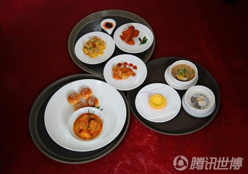 李显龙周日参观世博 启动新加坡馆美食节仪式