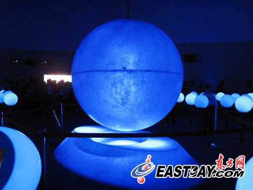 漂浮的光球———全新的高科技媒介
