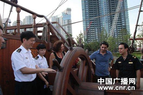 上海海事局与西班牙政府驻世博代表交流经验