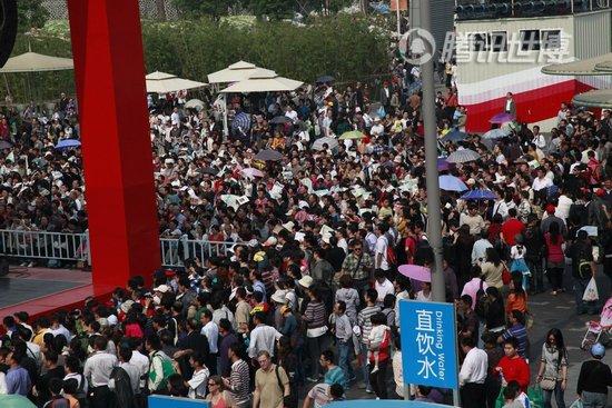 """世博单日客流破百万 官方首度""""劝退""""参观者"""