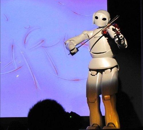 日本馆布和窗皆可发电 机器人登台拉小提琴