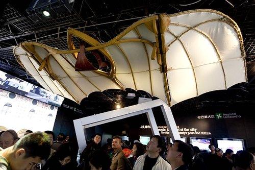 达芬奇画中飞机现身意大利馆 外形酷似大蝙蝠