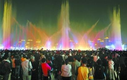 世博音乐喷泉全新亮相 水、火、光相辉映(图)