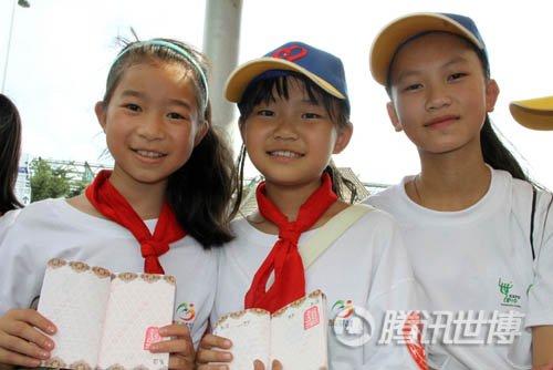 俞思远带贵州小朋友游世博 型男大秀亲和力