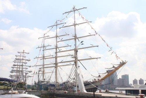俄罗斯著名姐妹帆船申请中国馆日迎接游客