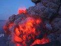 高清:冰岛火山再次喷发 熔岩四溅如战火纷飞