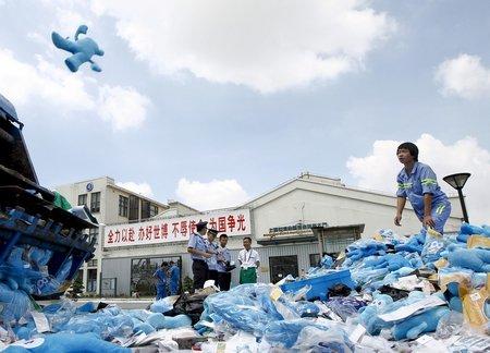 10万件假冒特许商品被销毁 假冒海宝危害健康